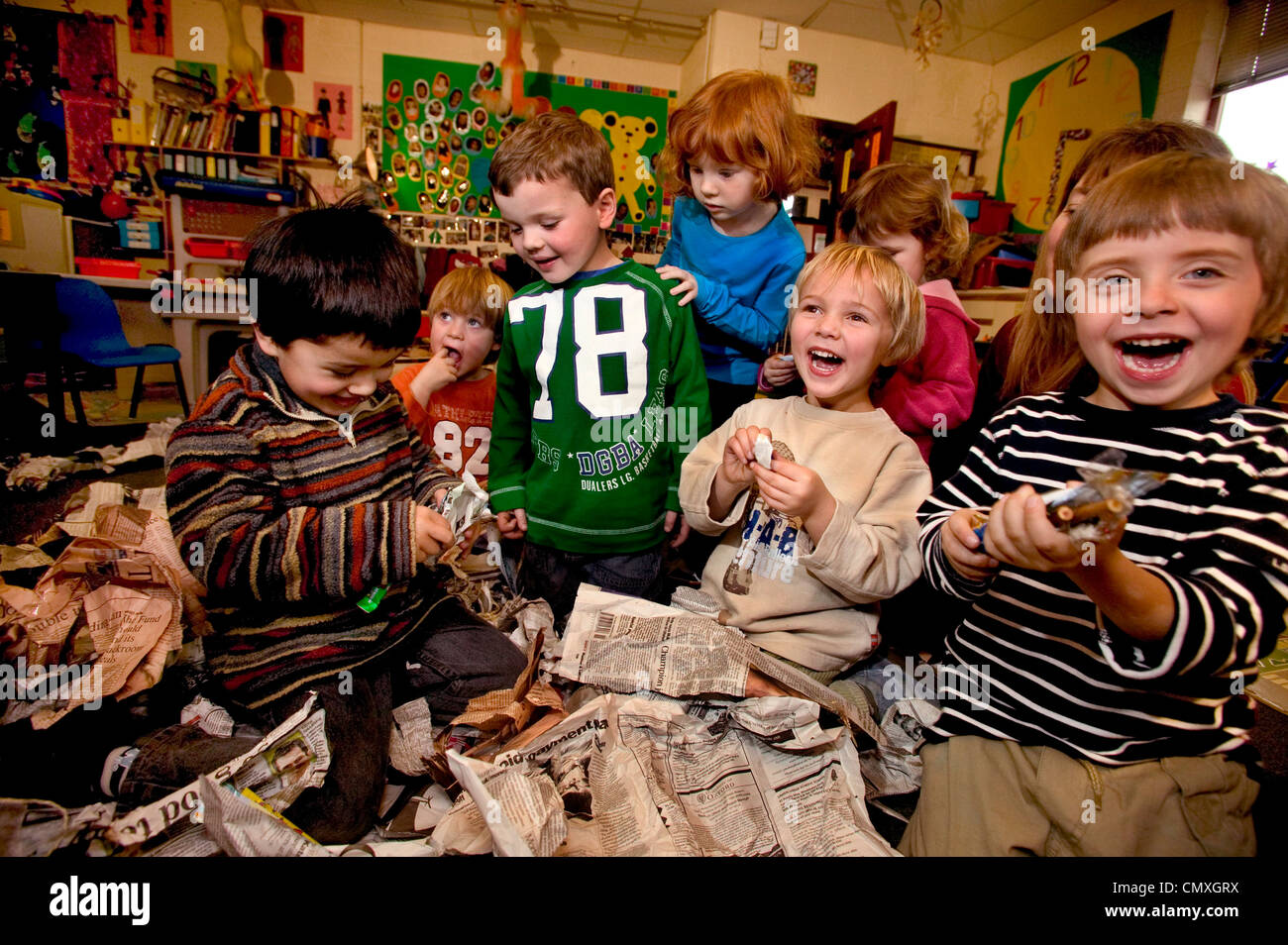 Children in playgroup playing pass the parcel - Stock Image