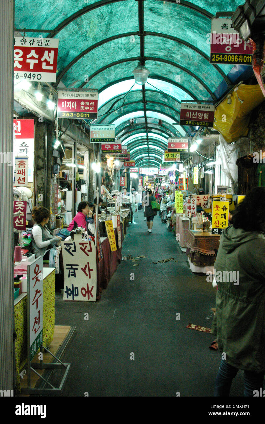 Seamstresses in Seomun Market in Daegu, South Korea. - Stock Image