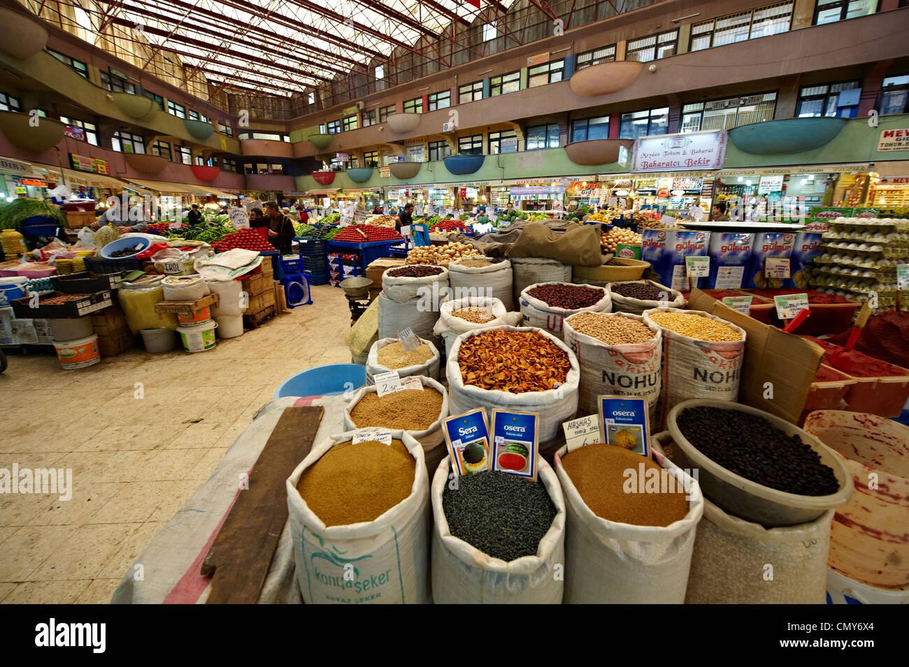 Spice shops of the food Bazaar of Konya, Turkey - Stock Image
