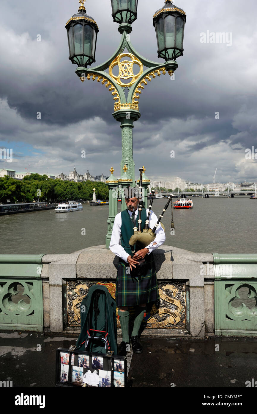 United Kingdom, London, Westminster Bridge, Scots in kilts playing the bagpipes on Westminster Bridge - Stock Image
