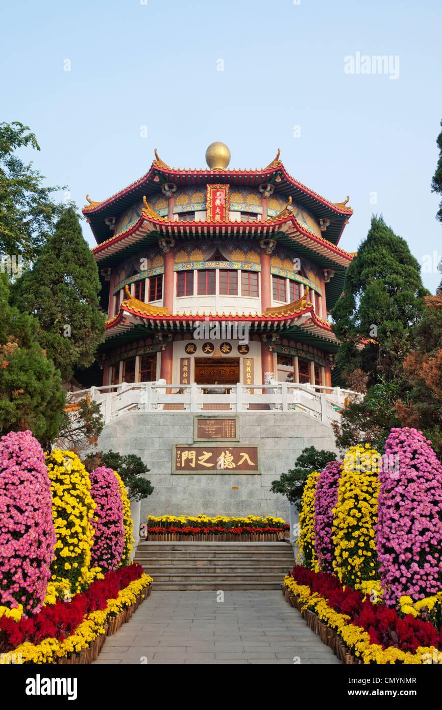 China, Hong Kong, Tsuen Wan, Yuen Yuen Institute, The Main Prayer Hall - Stock Image