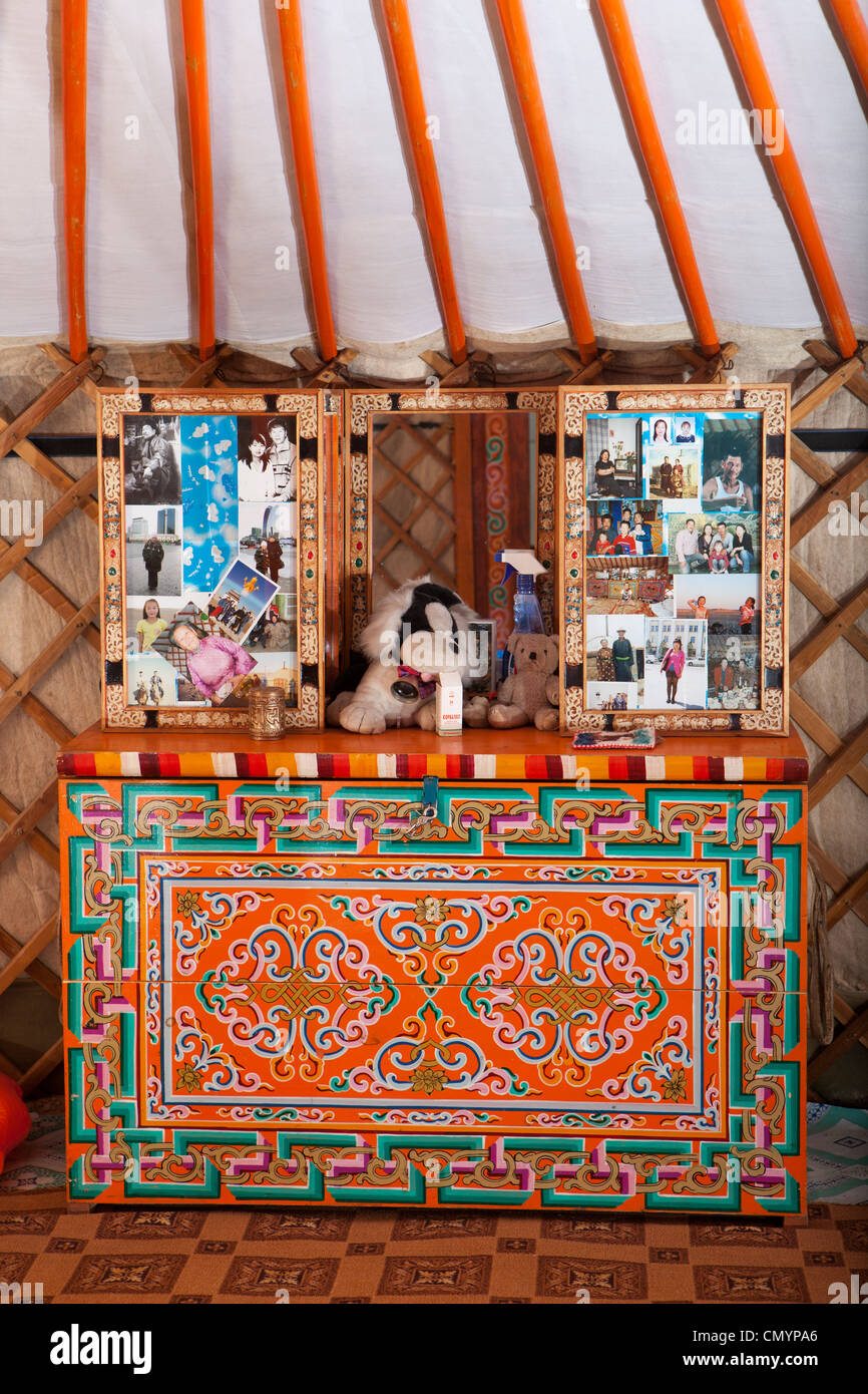 Charmant Mongolian Ger (yurt) Inside Decoration Furniture With Photographs, Mongolia