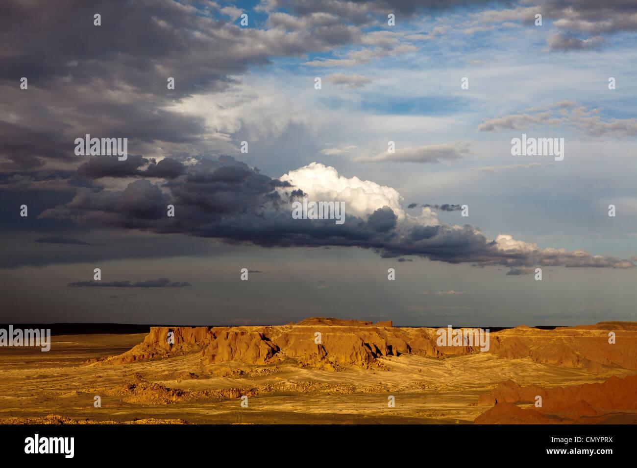 Landscape of Bayanzag ('Flaming Cliffs'), Gobi desert area , Mongolia - Stock Image