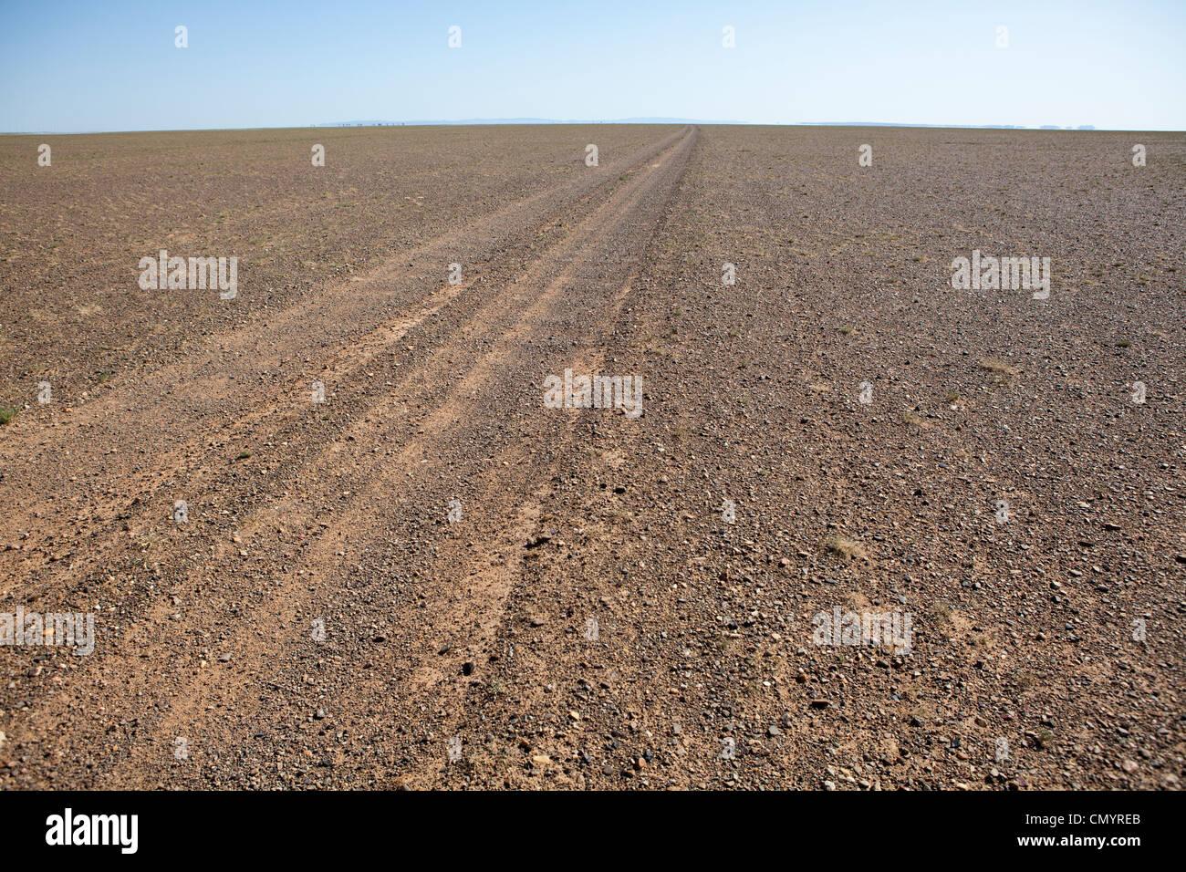 The road of Gobi desert, Mongolia - Stock Image