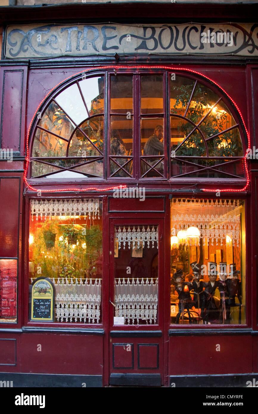 Lyon, Rhone Alps, France, Le Tire Bouchon Restaurant  Old City Center, Vieux Lyon, UNESCO World Heritage, Lyon, - Stock Image