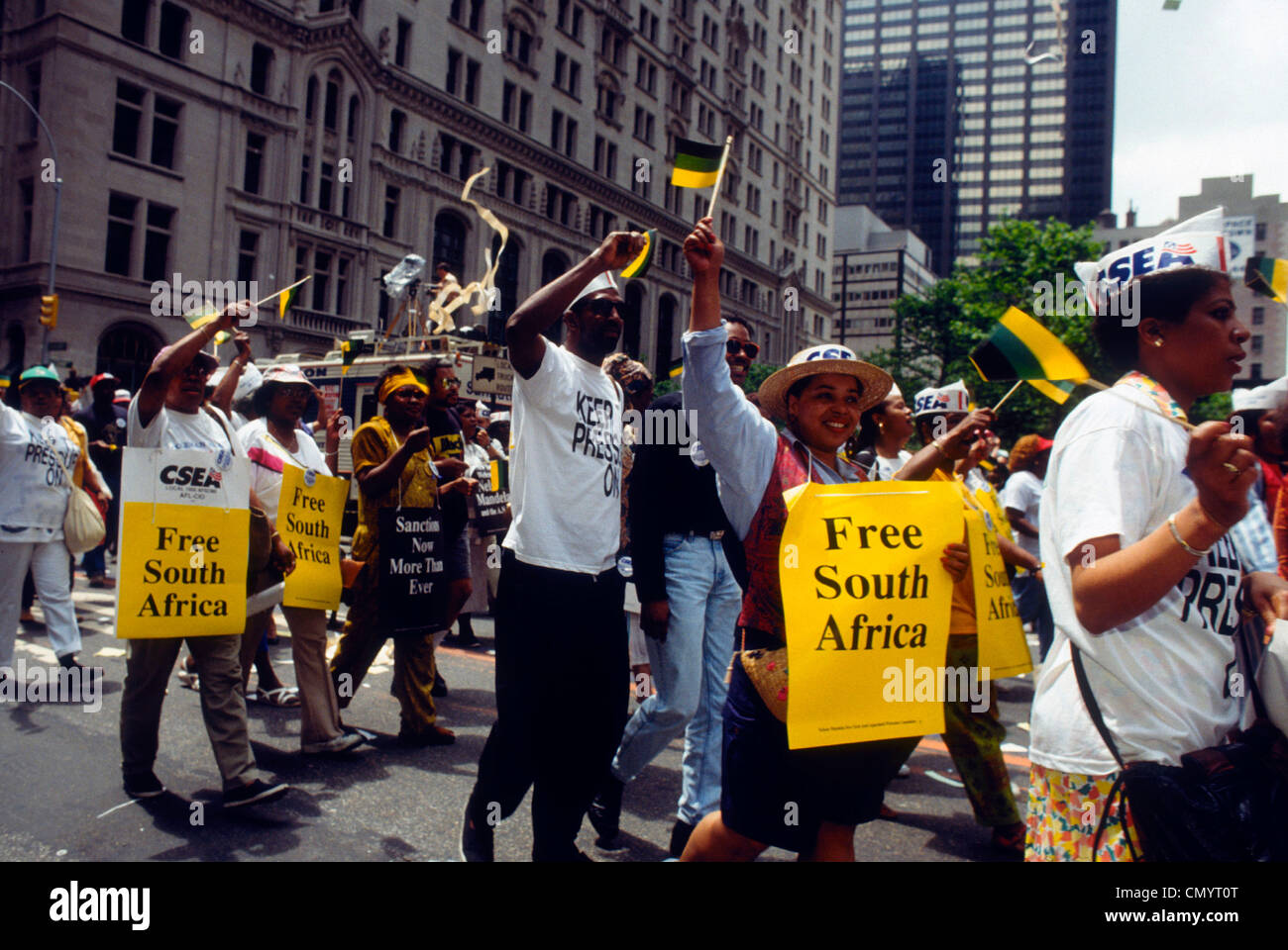 Union workers protest to end apartheid in South Africa on May 21, 1991. (© Frances M. Roberts) - Stock Image