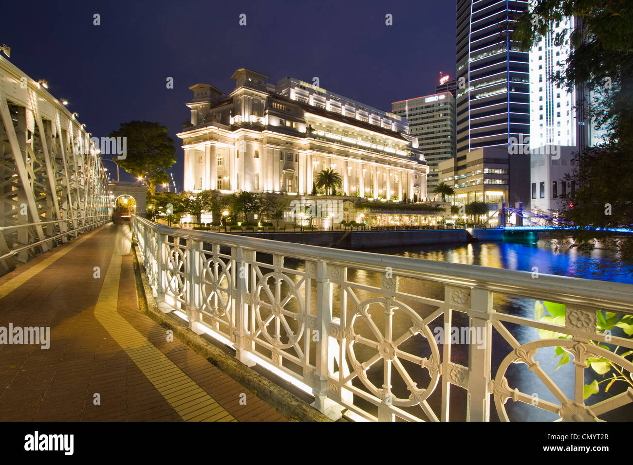 Cavenagh bridge, Fullerton Hotel, Skyline of Singapur, South East Asia, twilightStock Photo