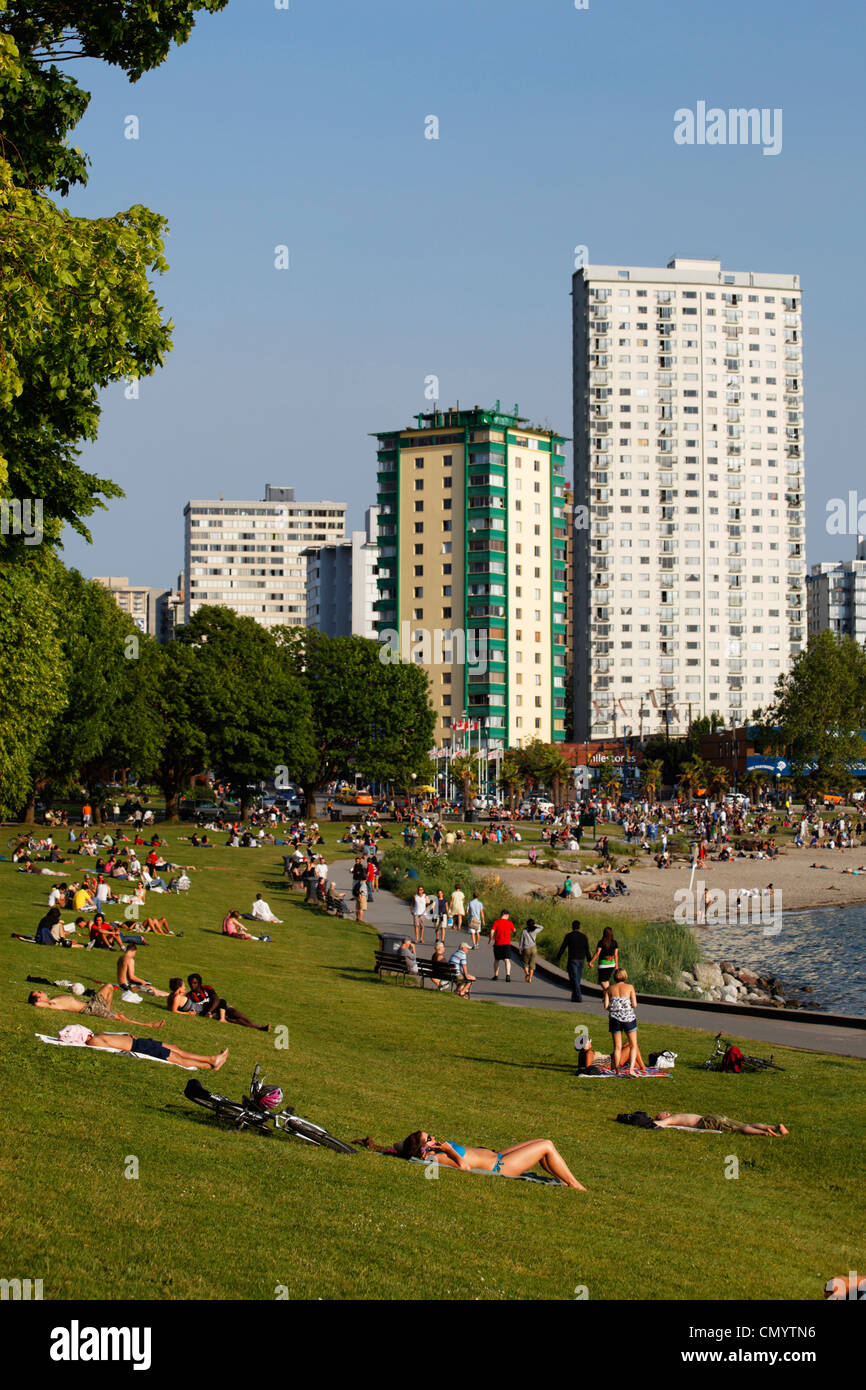 English bay, Westend, young people relaxing, Promenade, Vancouver City, Canada, North America - Stock Image