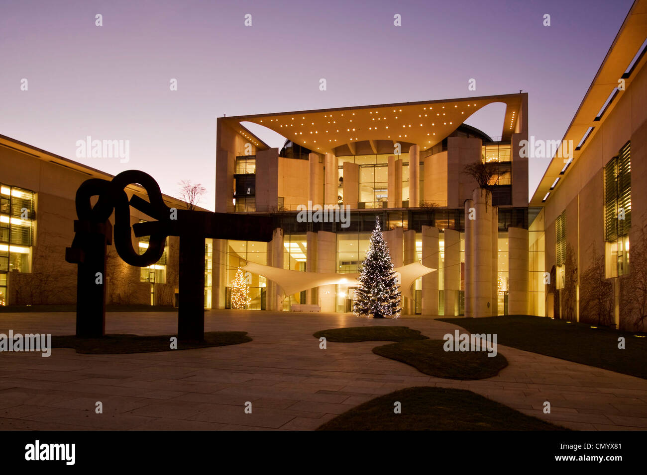 Chancellor office with Christmas treeat twilight, architect Axel Schultes, sculpture by Eduardo Chillida, Berlin, - Stock Image