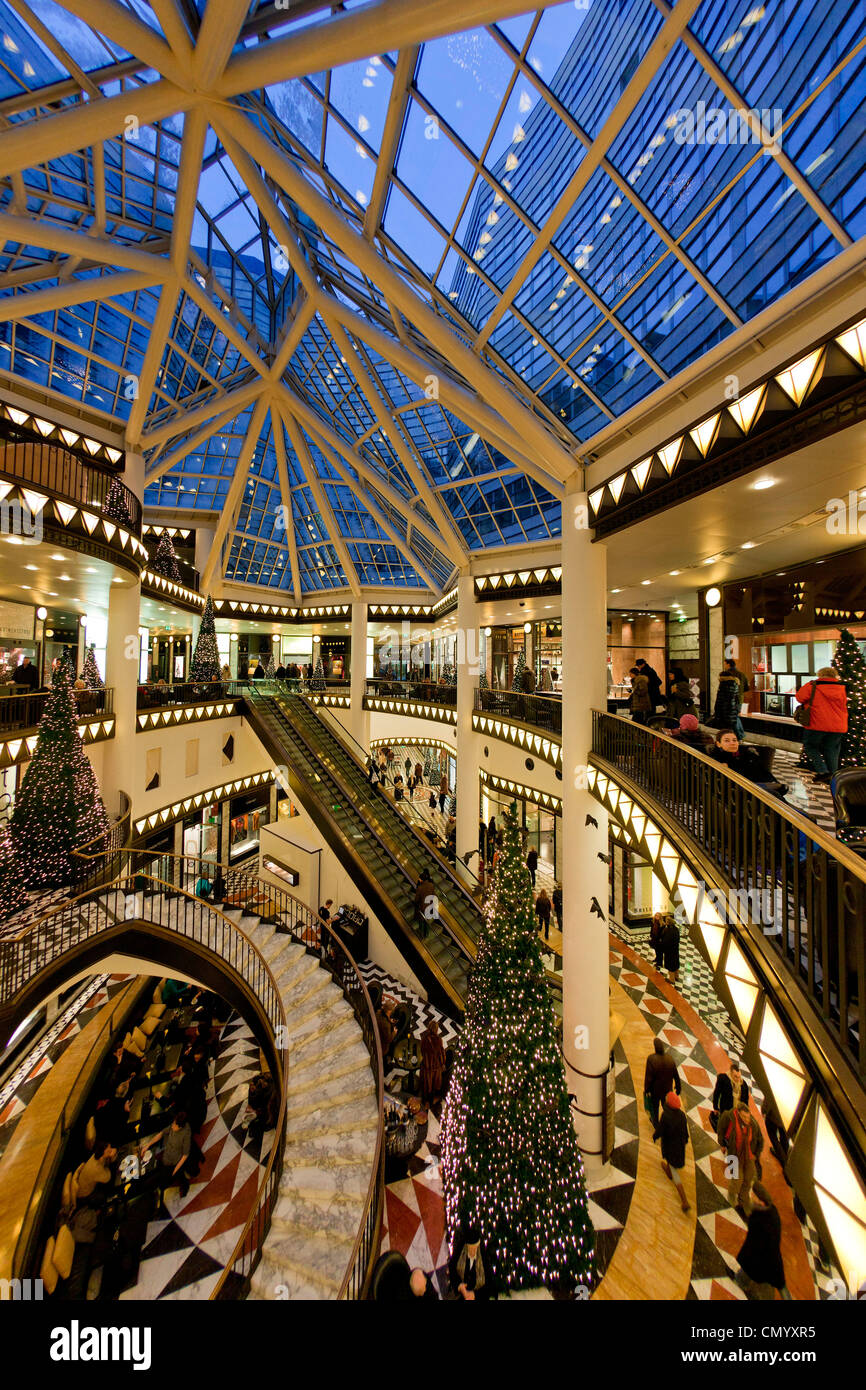 Interior design, Cristmas-shopping in Friedrich street, Berlin center, Berlin, Germany - Stock Image
