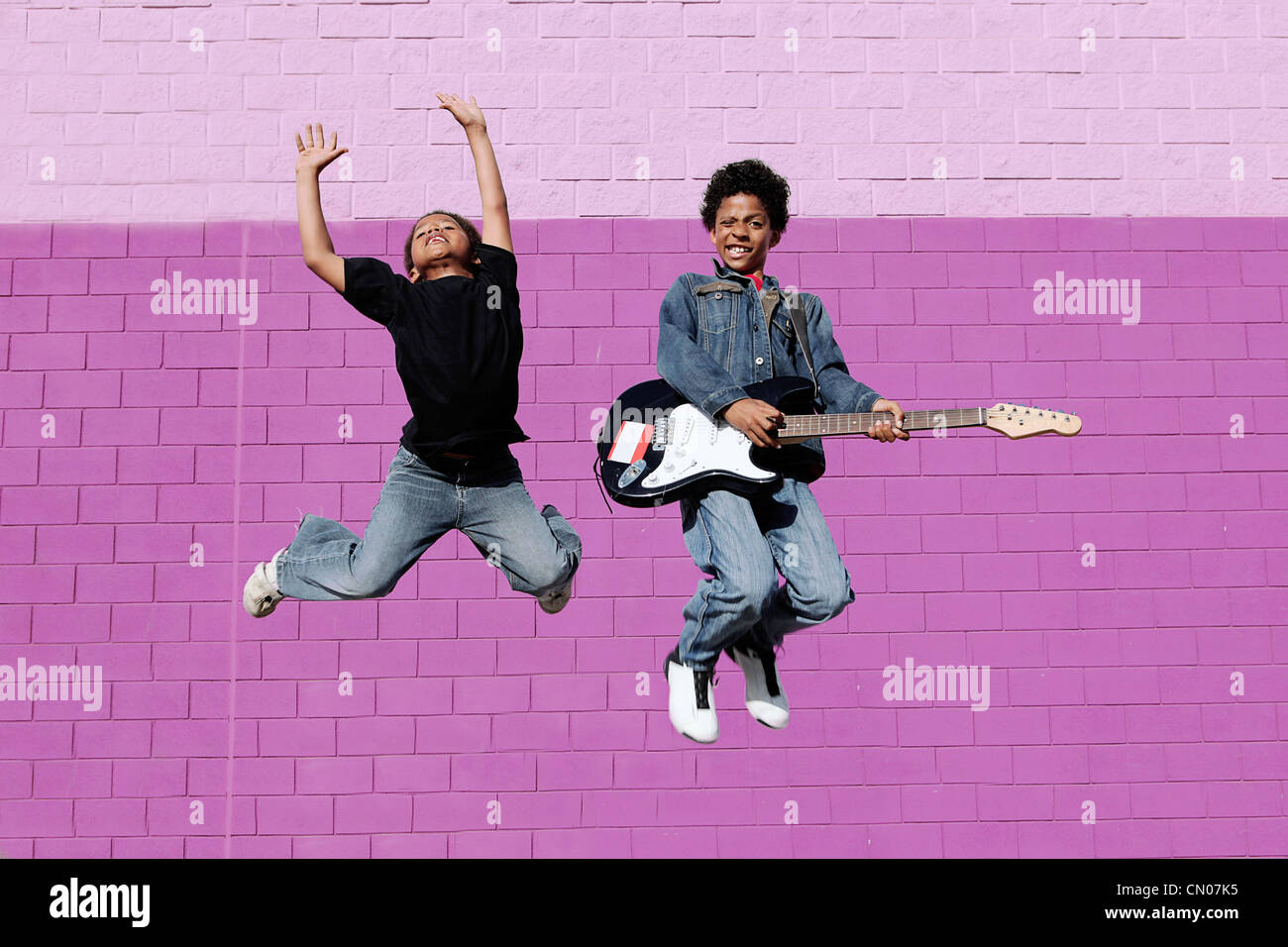 happy african descent kids playing music - Stock Image