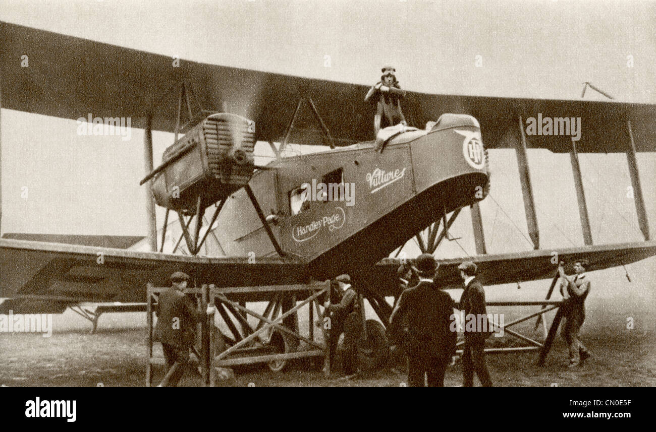 The inauguration of the first regularly scheduled airline service between London and Paris by an Airco de Havilland - Stock Image
