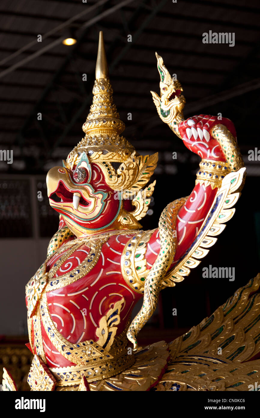 In the National Museum of Royal Barges, the figurehead of a red Garuda (Bangkok - Thailand). Figure de proue d'un - Stock Image