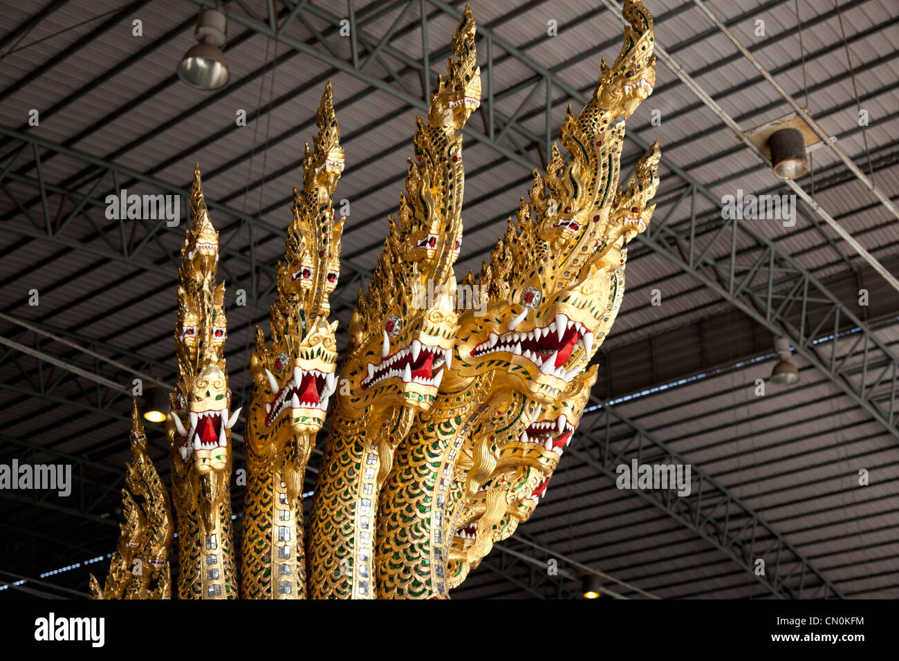 In the National Museum of Royal Barges, snake-like figurehead (Thonburi - Bangkok - Thailand) Figure de proue de - Stock Image