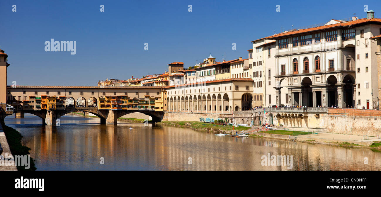 Europe, Italy, Florence, The Arno River, the Ponte Vecchio and Uffizi Gallery - Stock Image