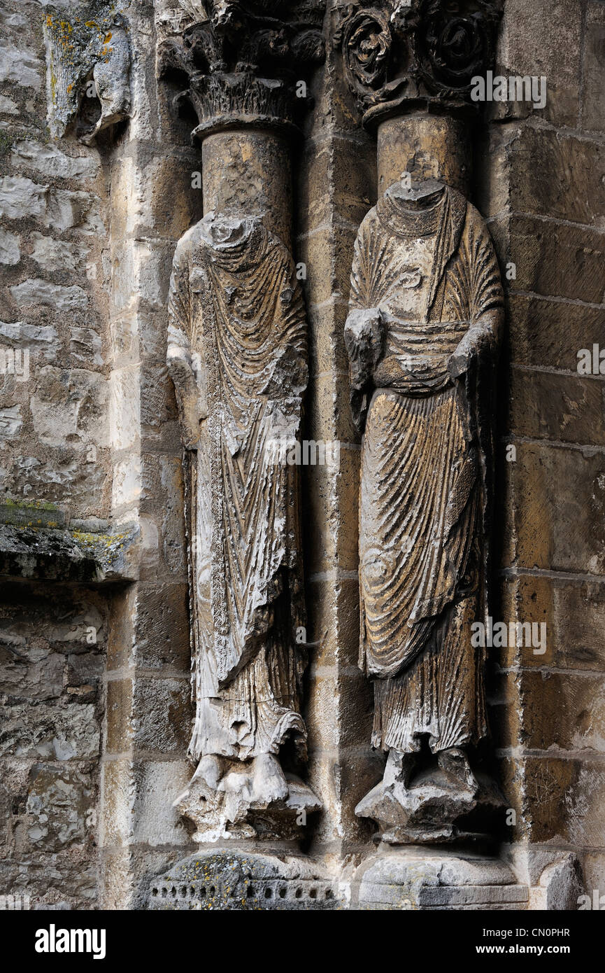 Headless statues on the church at Vermenton, Burgundy, France  - Stock Image