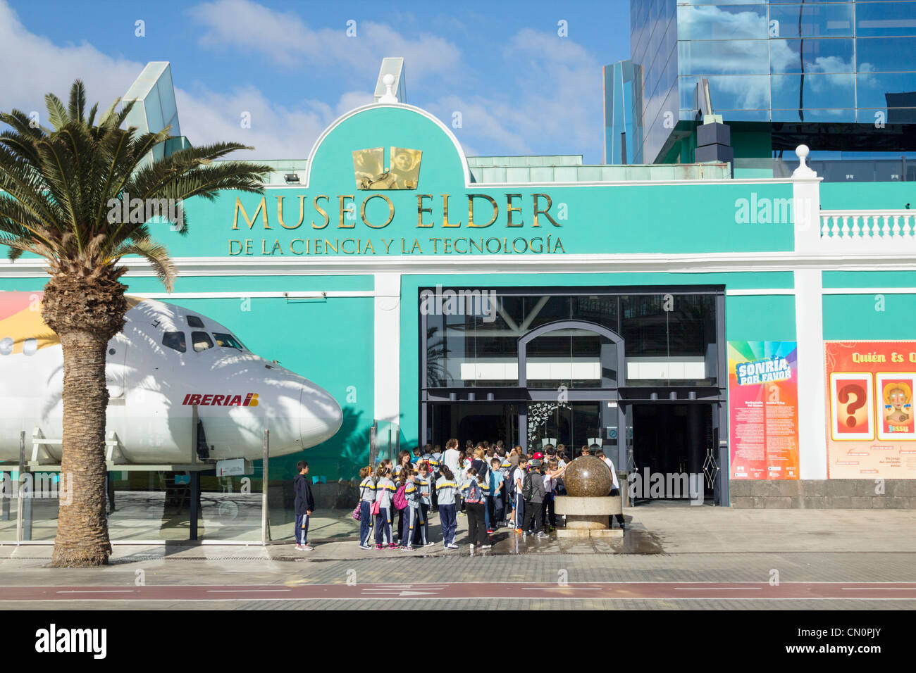 Spanish schoolchildren entering science and technolohy museum in Las Palmas. Gran Canaria, Canary Islands, Spain - Stock Image