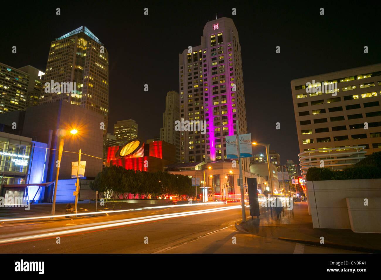 Night view of San Francisco street an SF MOMA - Stock Image