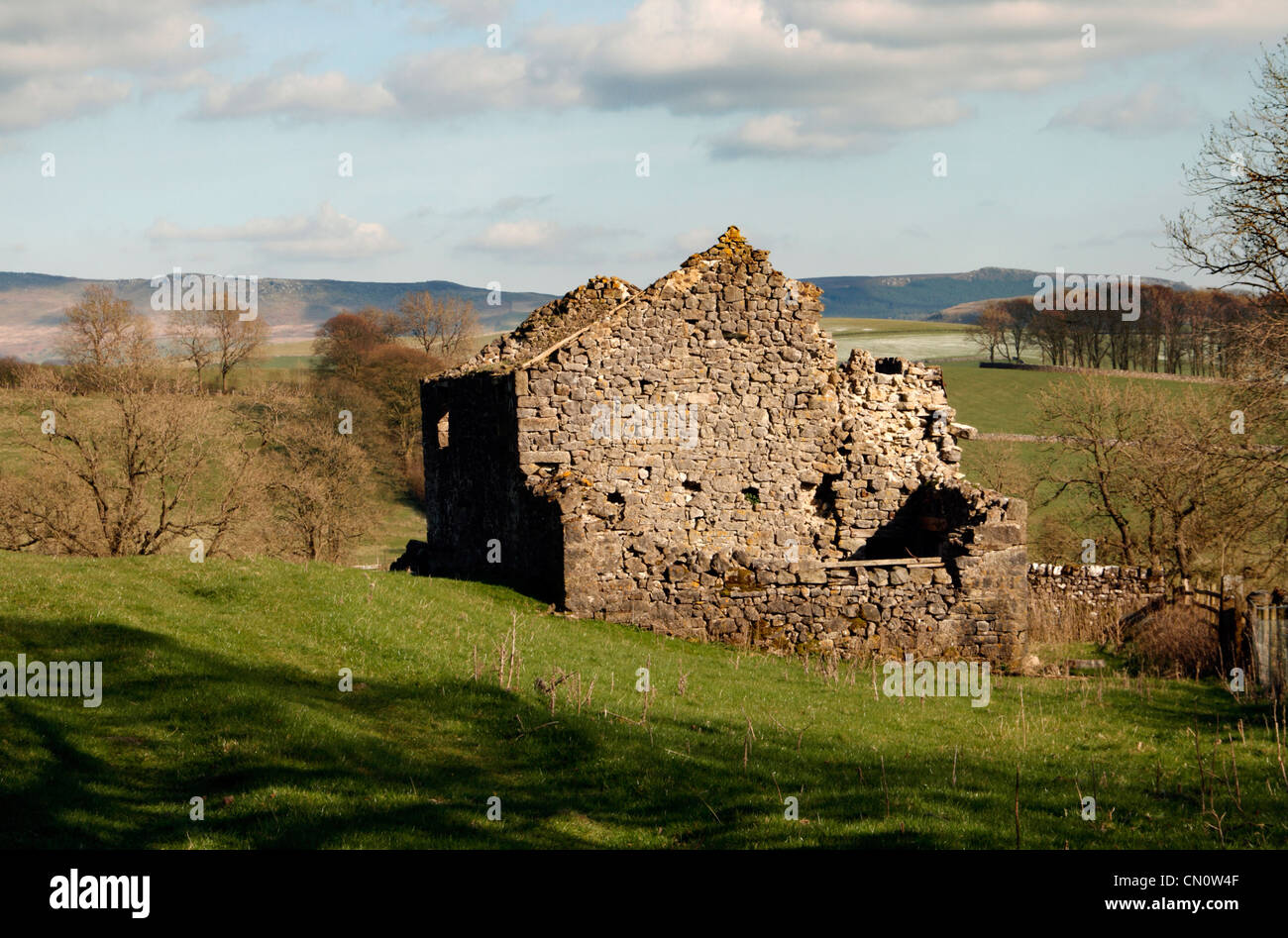 An old ruined farm house in the North Yorkshire Dales National park near Hetton - Stock Image