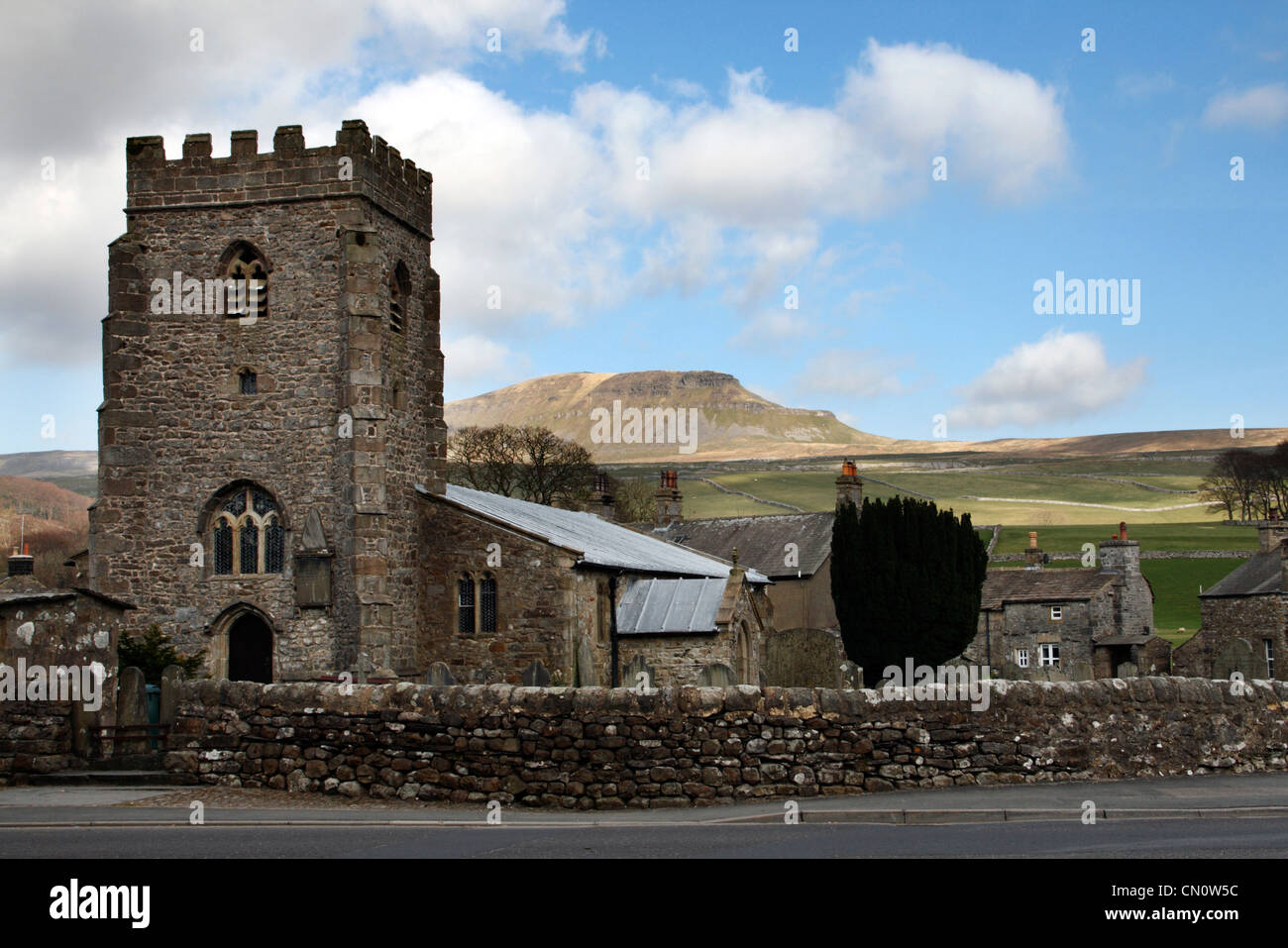 Horton in Ribblesdale village with one of the 'three peaks' Pen-y-Ghent in the background - Stock Image