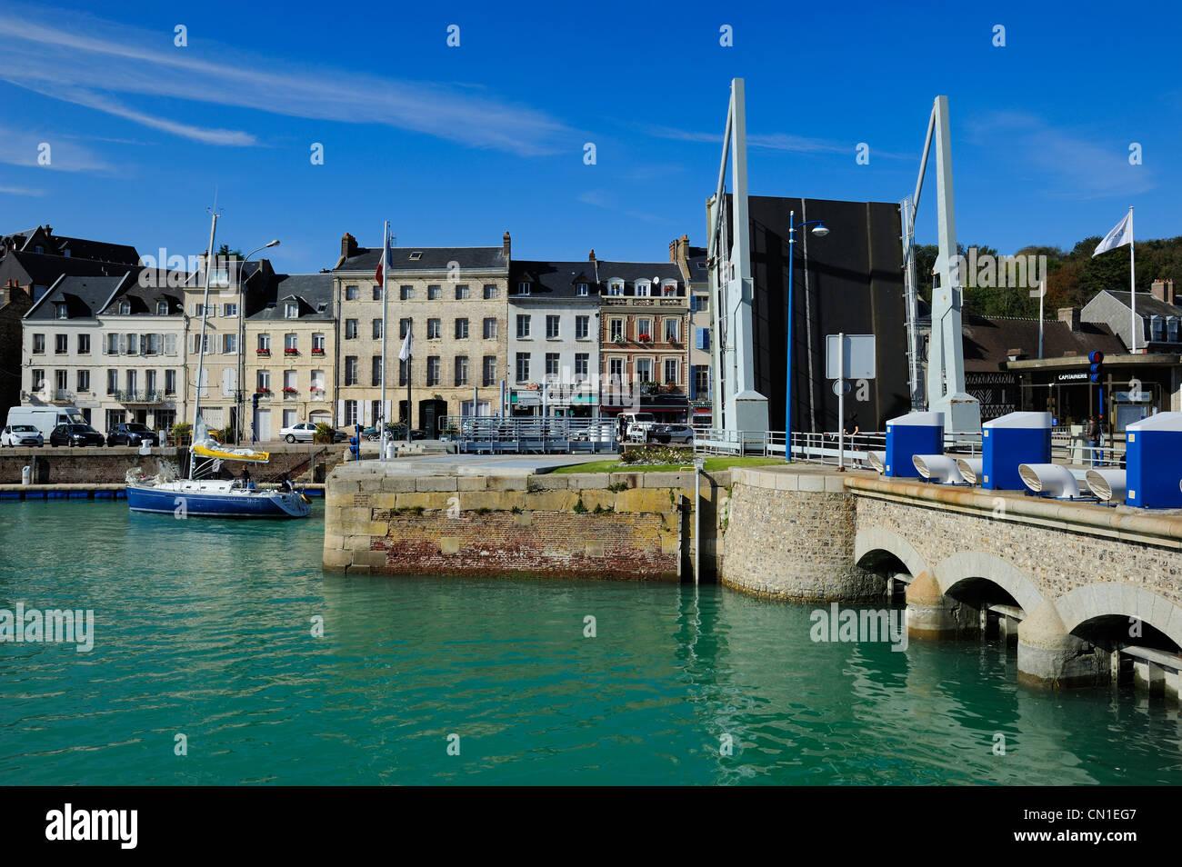 France, Seine Maritime, Saint Valery en Caux, vertical lift bridge - Stock Image