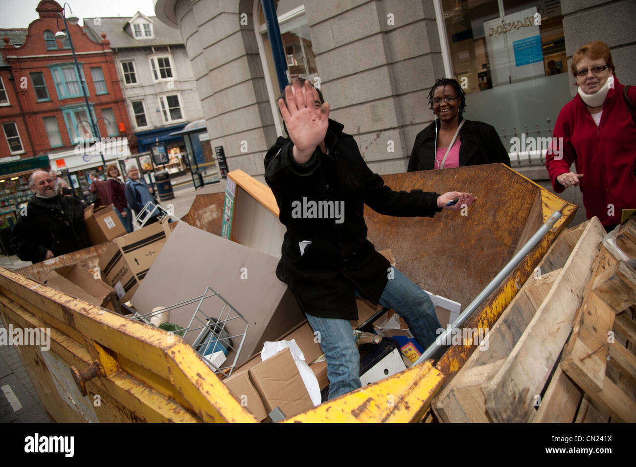 Skip raiding: People scavanging in a skip in the street ...