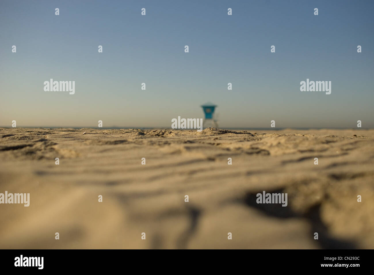 Distant lifeguard tower on sandy beach - Stock Image