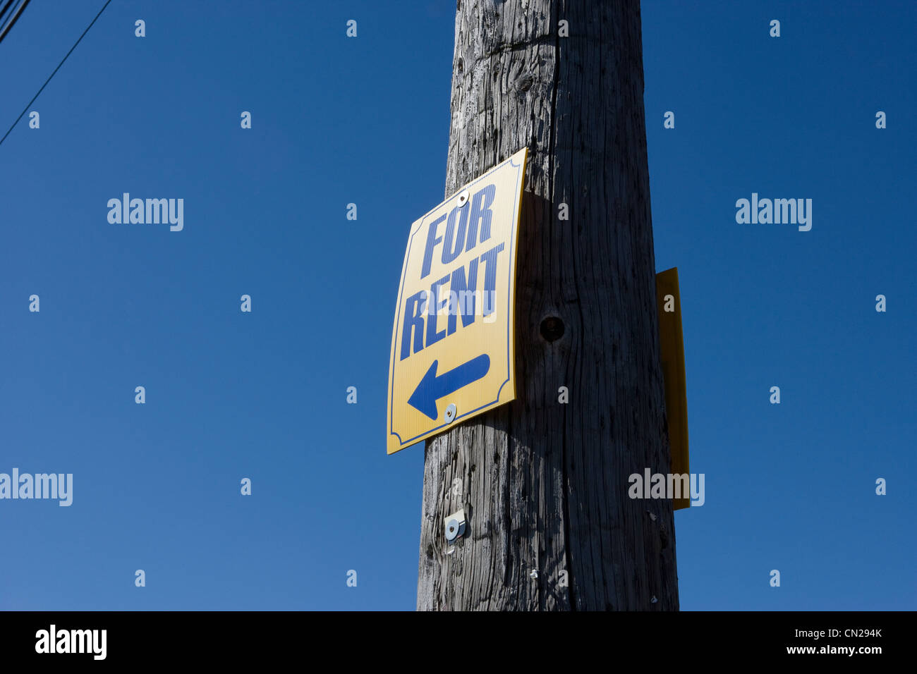 For rent sign on wooden post - Stock Image