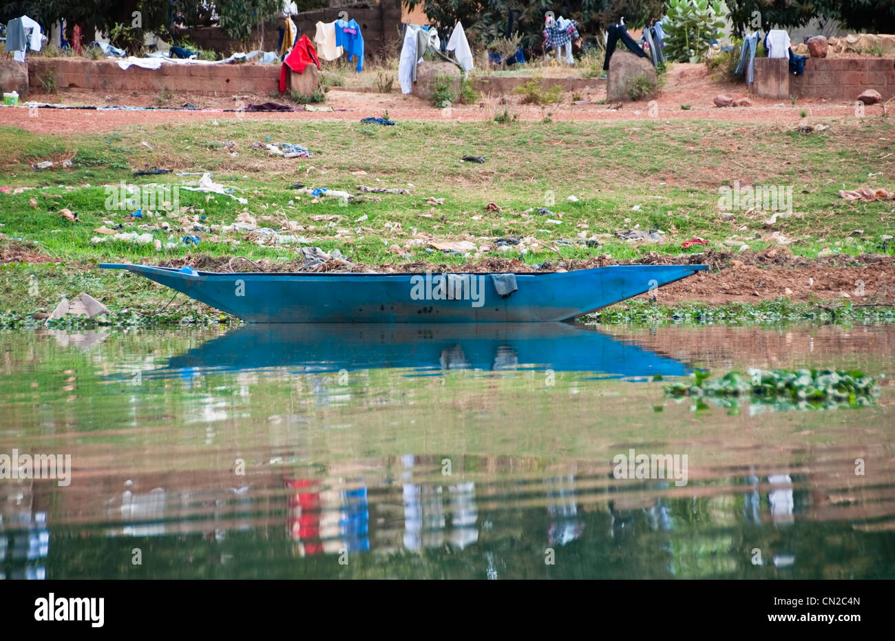 A blue pirogue on the river Niger in Bamako - Stock Image
