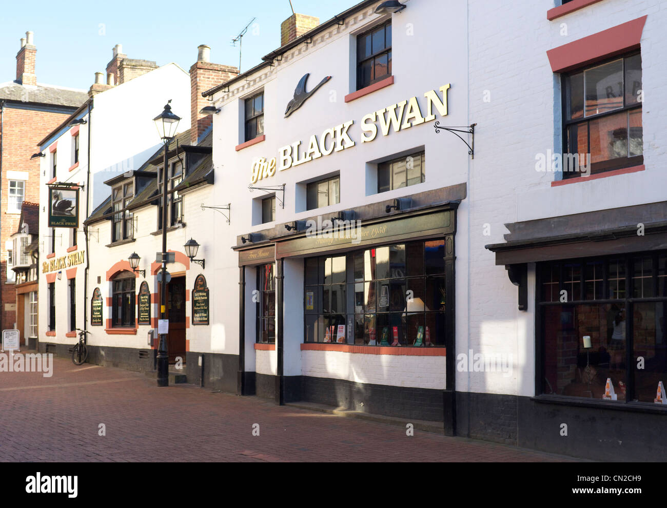 "Rugby town center pubic house ""The Black Swan"", The Midlands, Warwickshire, United Kingdom - Stock Image"