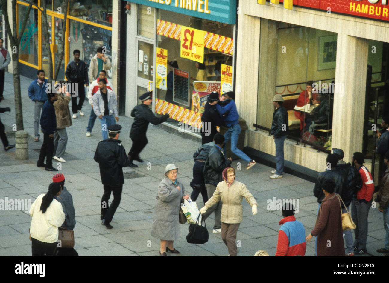 Police offcers and youths clash in Dudley Street Wolverhampton following the death of Clinton McCurbin 20/2/87 - Stock Image