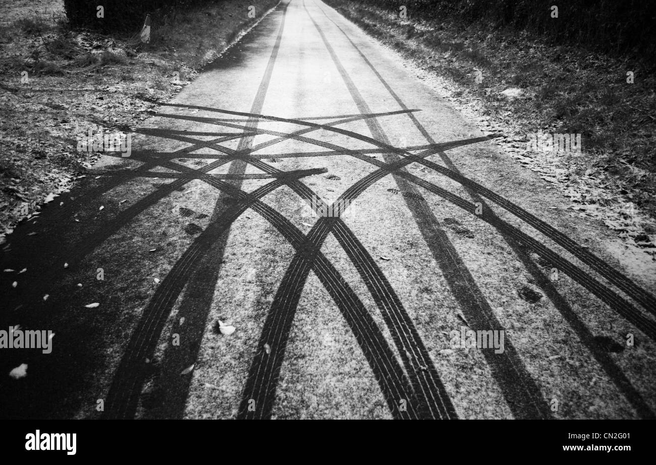 A change of mind. Car tyre (tire) tracks on a snow covered or dusted road from a driver who changed direction - Stock Image