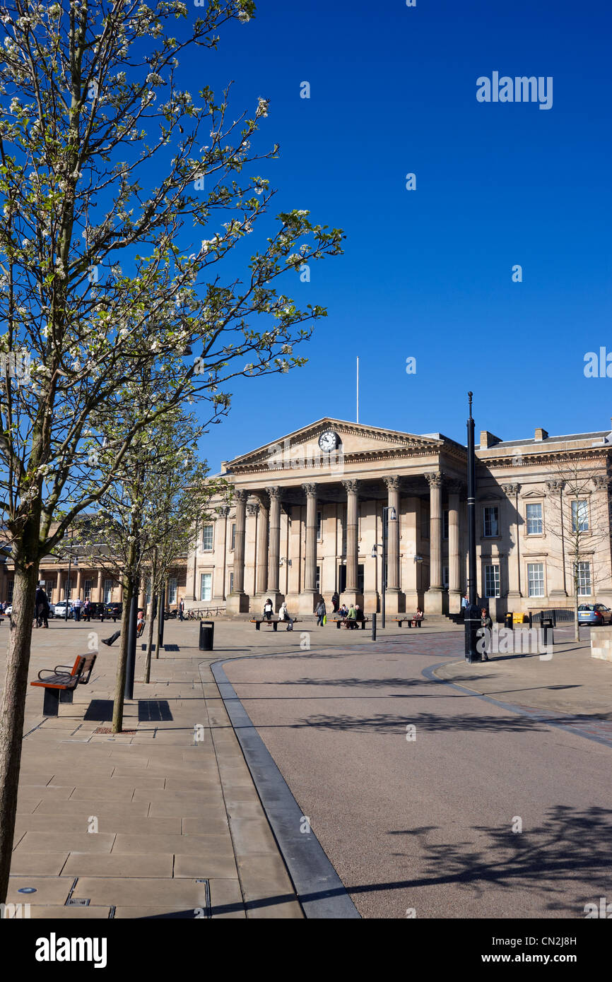 Looking up St George's Square to the Railway Station, Huddersfield, West Yorkshire UK - Stock Image