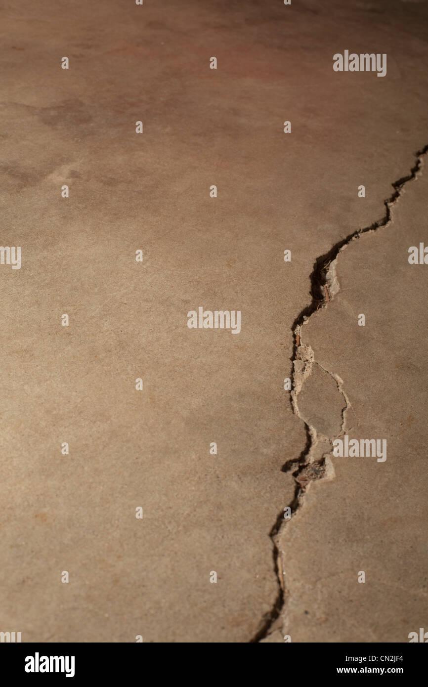 Cracked concrete - Stock Image