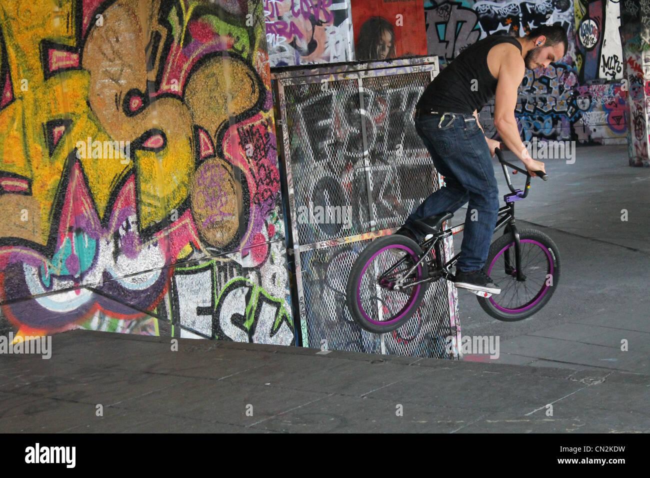 bmx, bmx rider, bmx stunts, bike tricks, bmx tricks - Stock Image