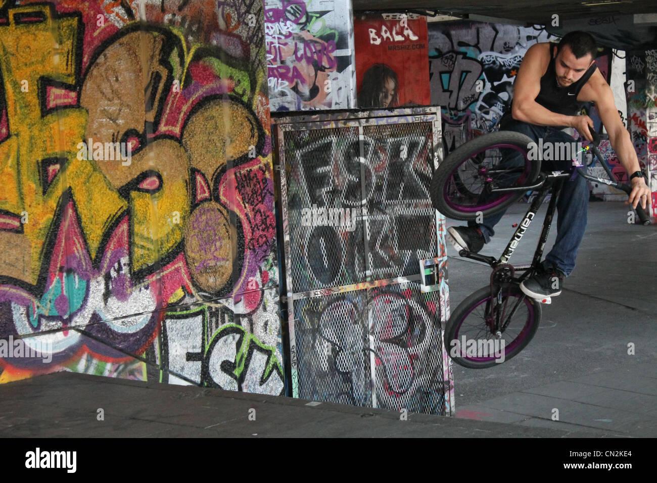 bmx rider, bmx tricks, bmx stunts, bike tricks - Stock Image