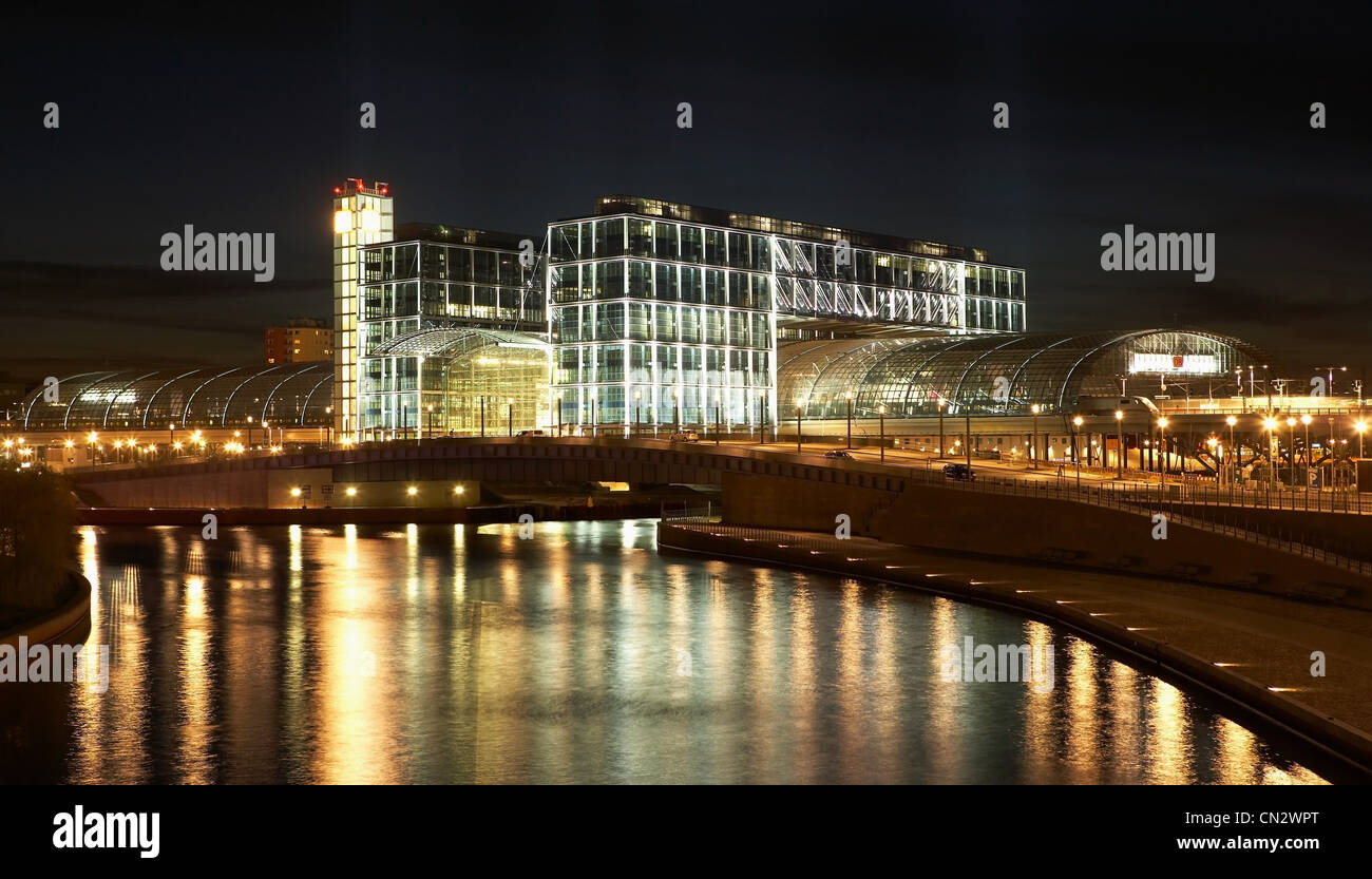 Central Station and River Spree at night, Berlin, Germany - Stock Image