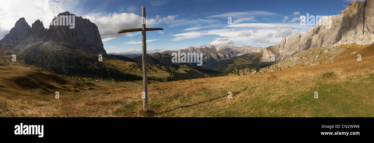 Wooden cross, Sella Pass, Dolomites, Alto Adige, Italy - Stock Image