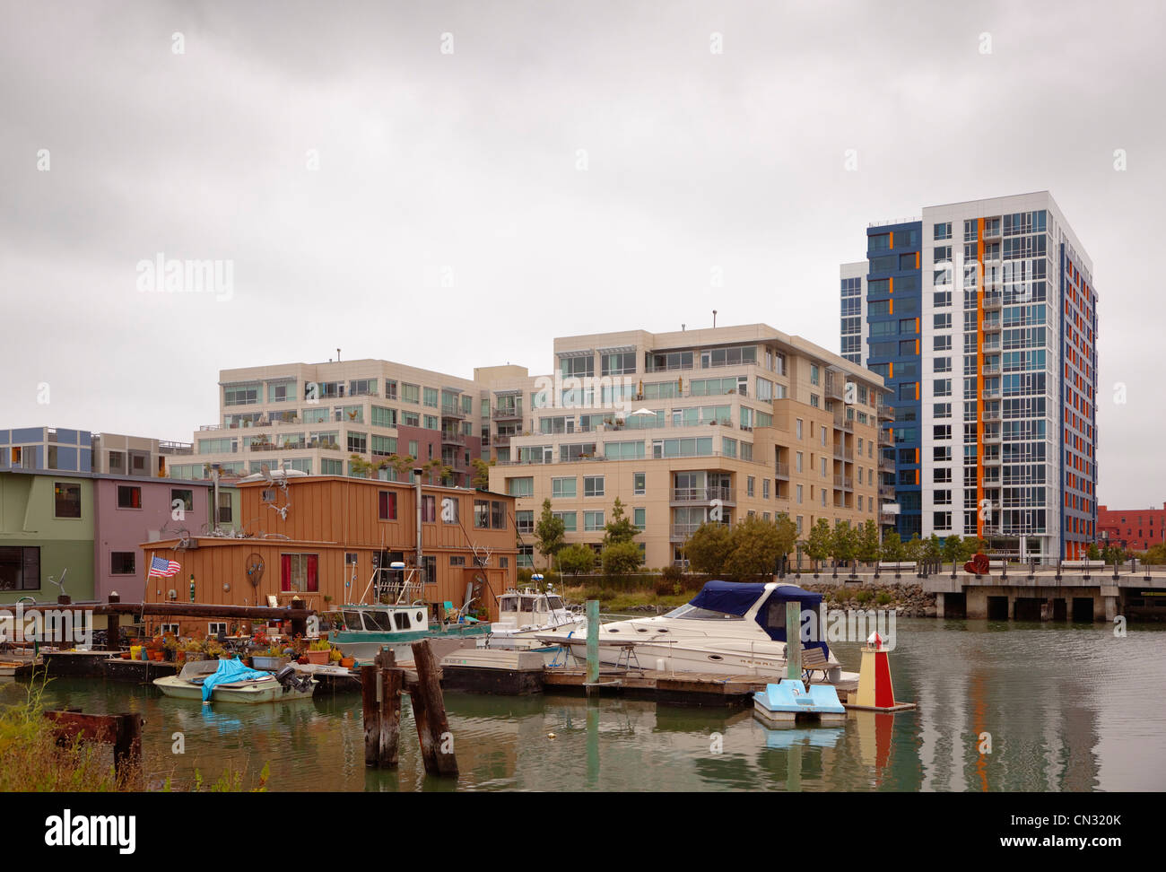 House boats and luxury homes on Mission Bay, San Francisco, California, USA Stock Photo
