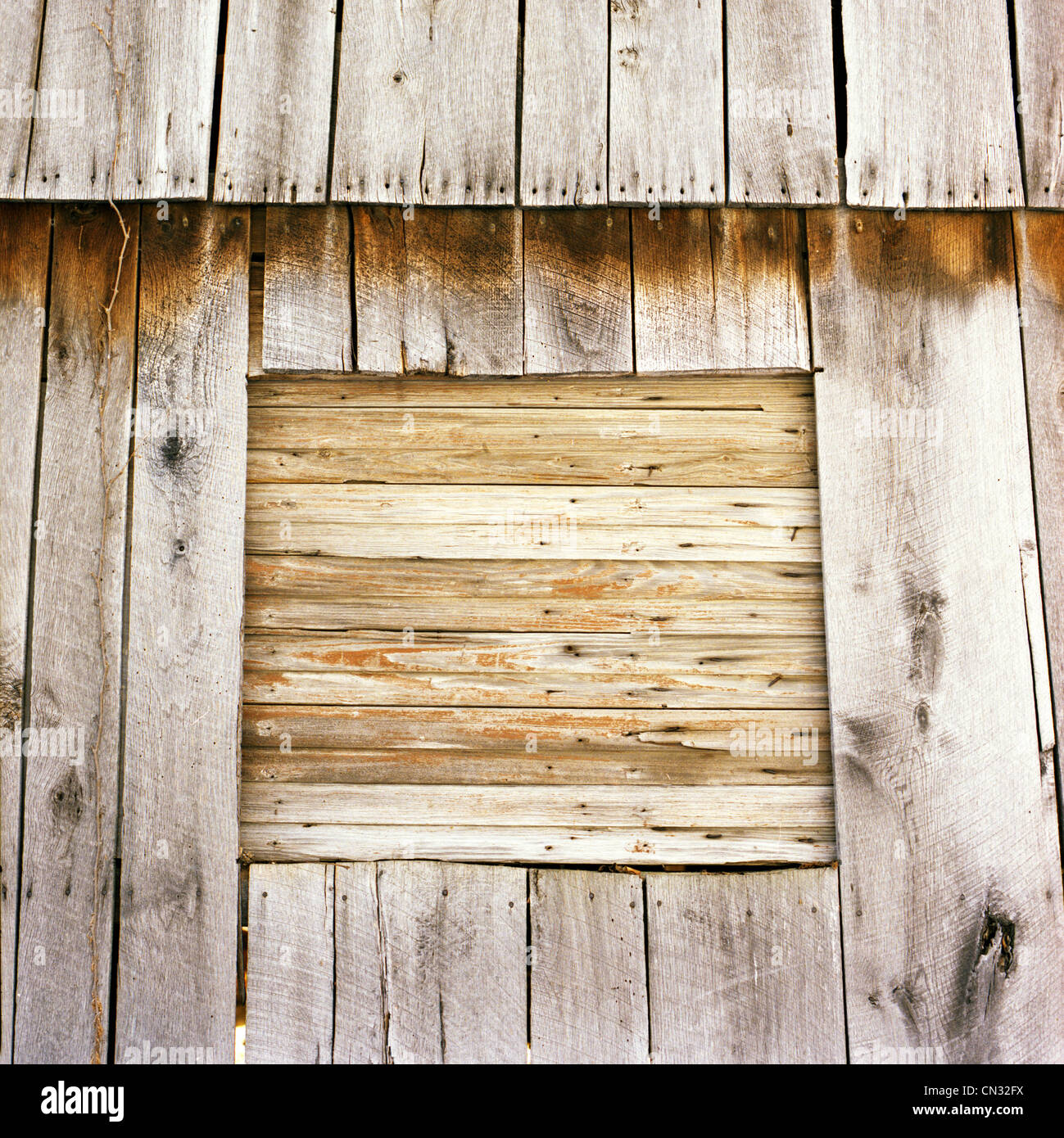 Abandoned wooden barn - Stock Image