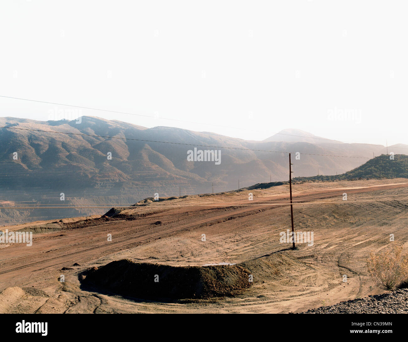 Winding dirt road on cliff edge, Nevada - Stock Image