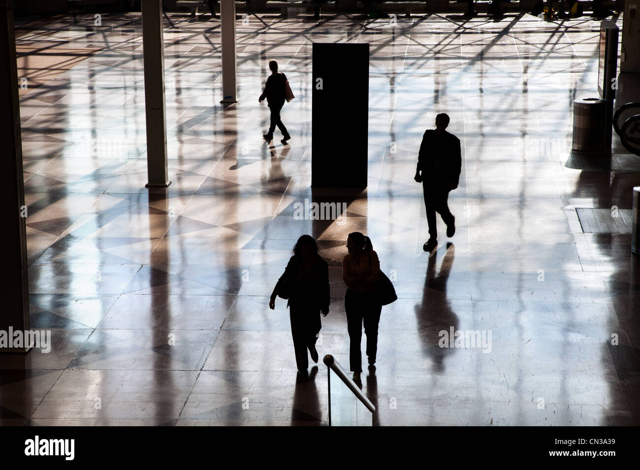 People in lobby of conference center - Stock Image
