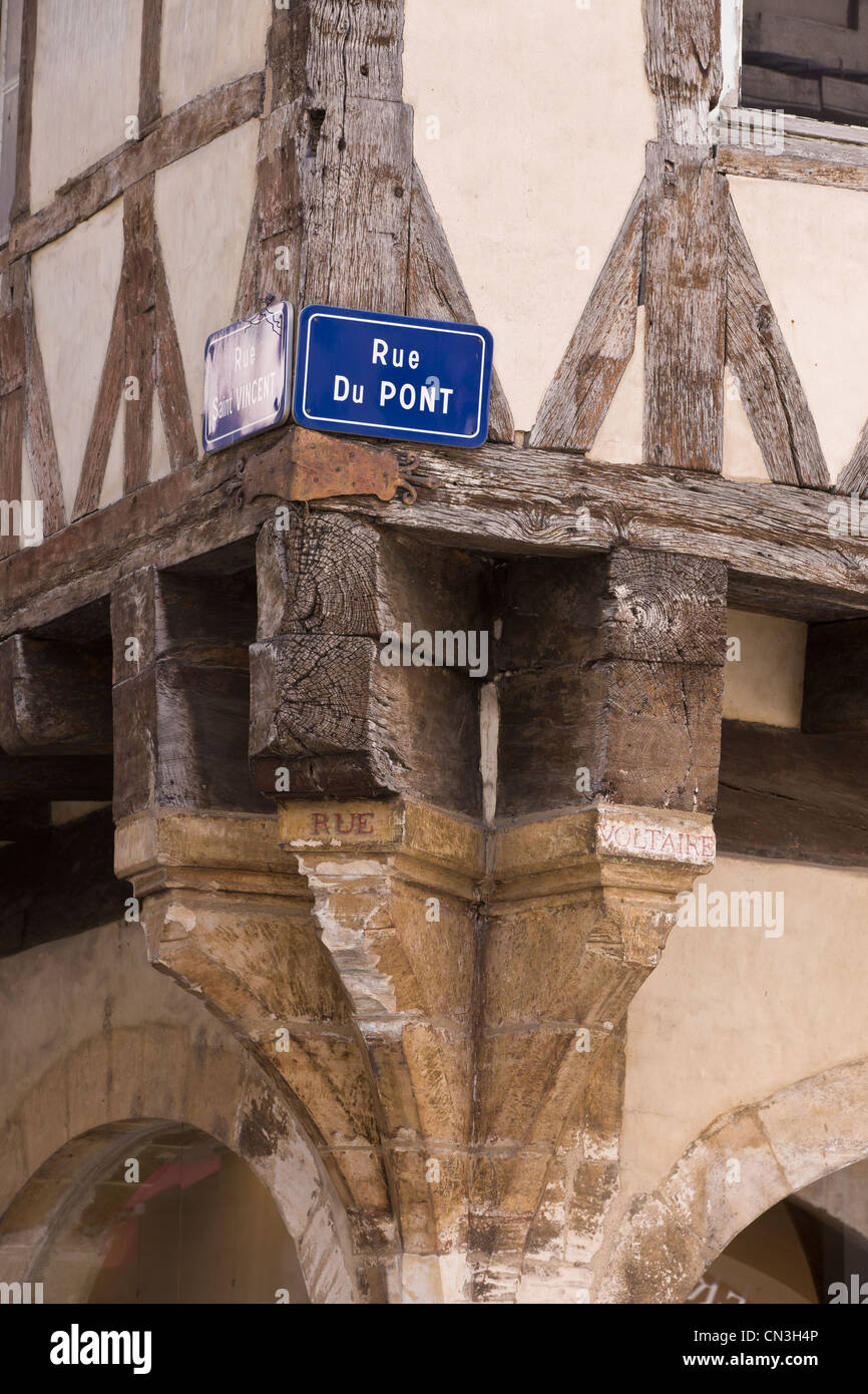 France, Saone et Loire, Chalon sur Saone, detail of timbered house in Rue St Vincent - Stock Image