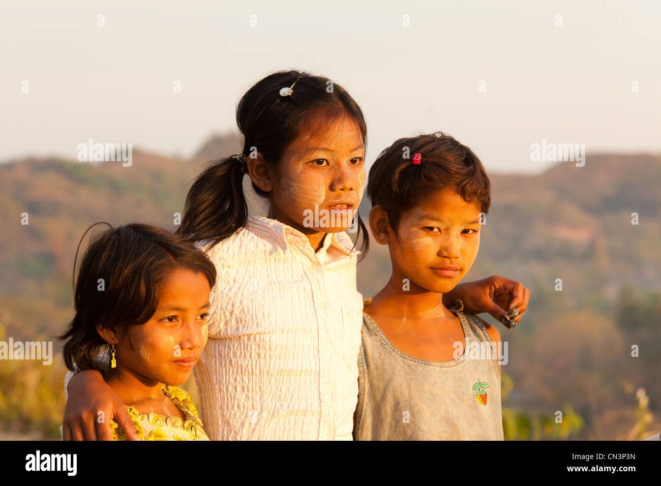 Myanmar (Burma), Rakhine (Arakan) state, Mrauk U, children Stock Photo