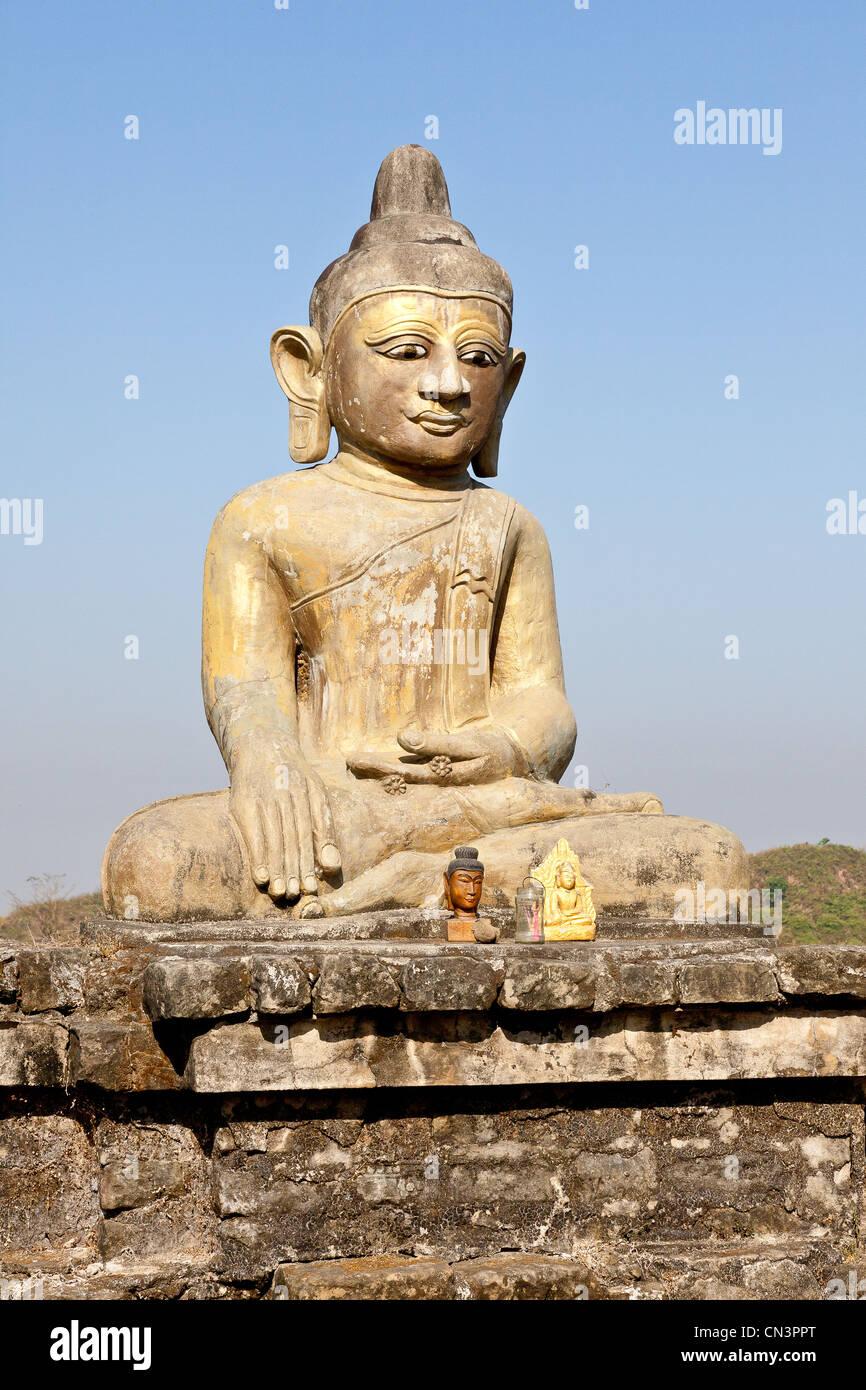 Myanmar (Burma), Rakhine (Arakan) state, Mrauk U, buddha statue - Stock Image