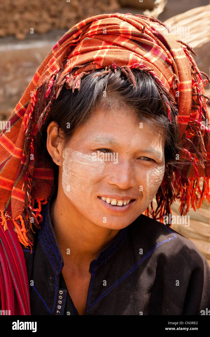 Myanmar (Burma), Shan state, Aungban, palaung woman portrait Stock Photo