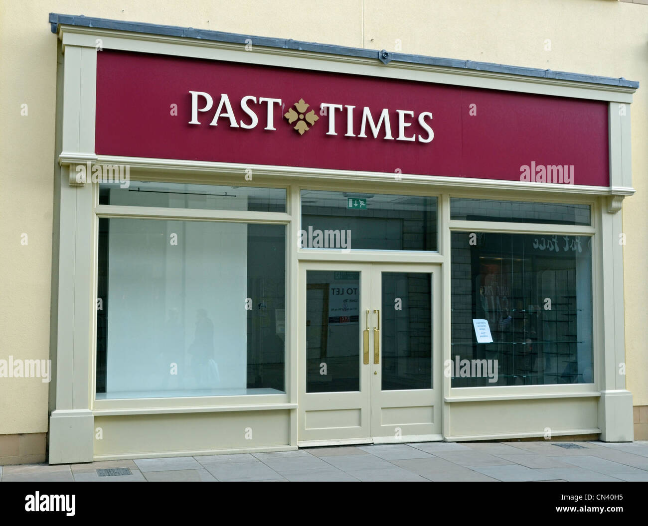 Past Times shop closed in Witney, in receivership - Stock Image