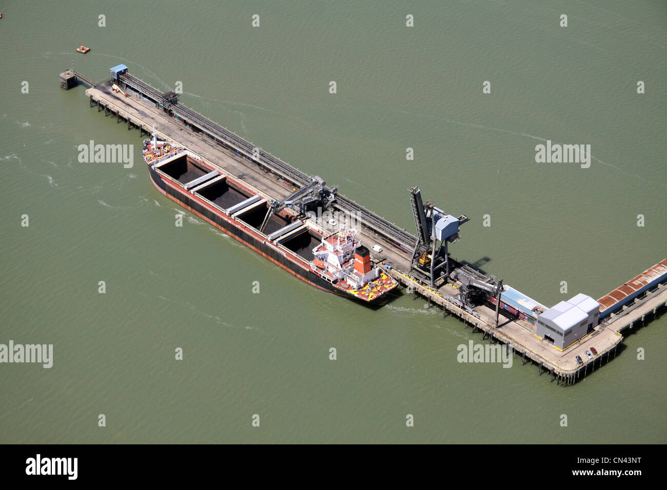 Aerial view of Kingsnorth jetty, River Medway, Kent - Stock Image