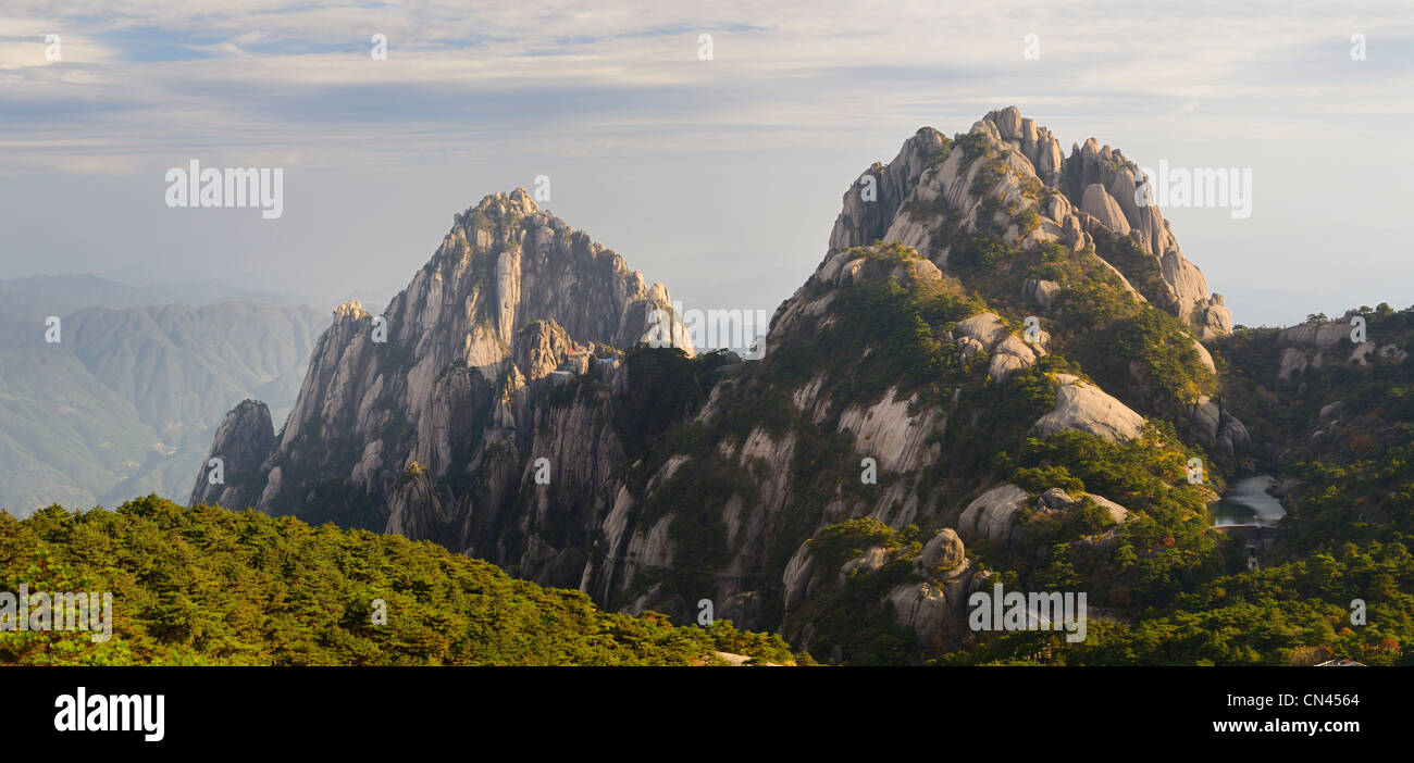 Lotus Peak Jade Screen Tower with hotel and Heavenly City Peak from Brightness Top on Huangshan Yellow Mountain - Stock Image