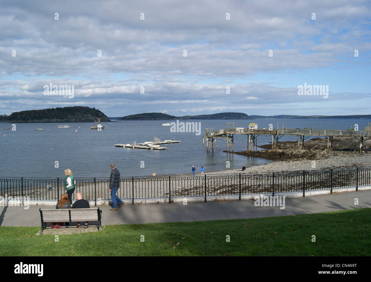Wide view of people enjoying the waterfront promenade and beach in Bar Harbor, Maine. - Stock Image